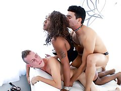 2 white guys and one ebony tranny have a all dick threesome